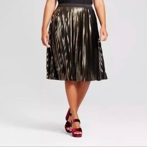 Plus-Size Black & Gold Pleated Skirt